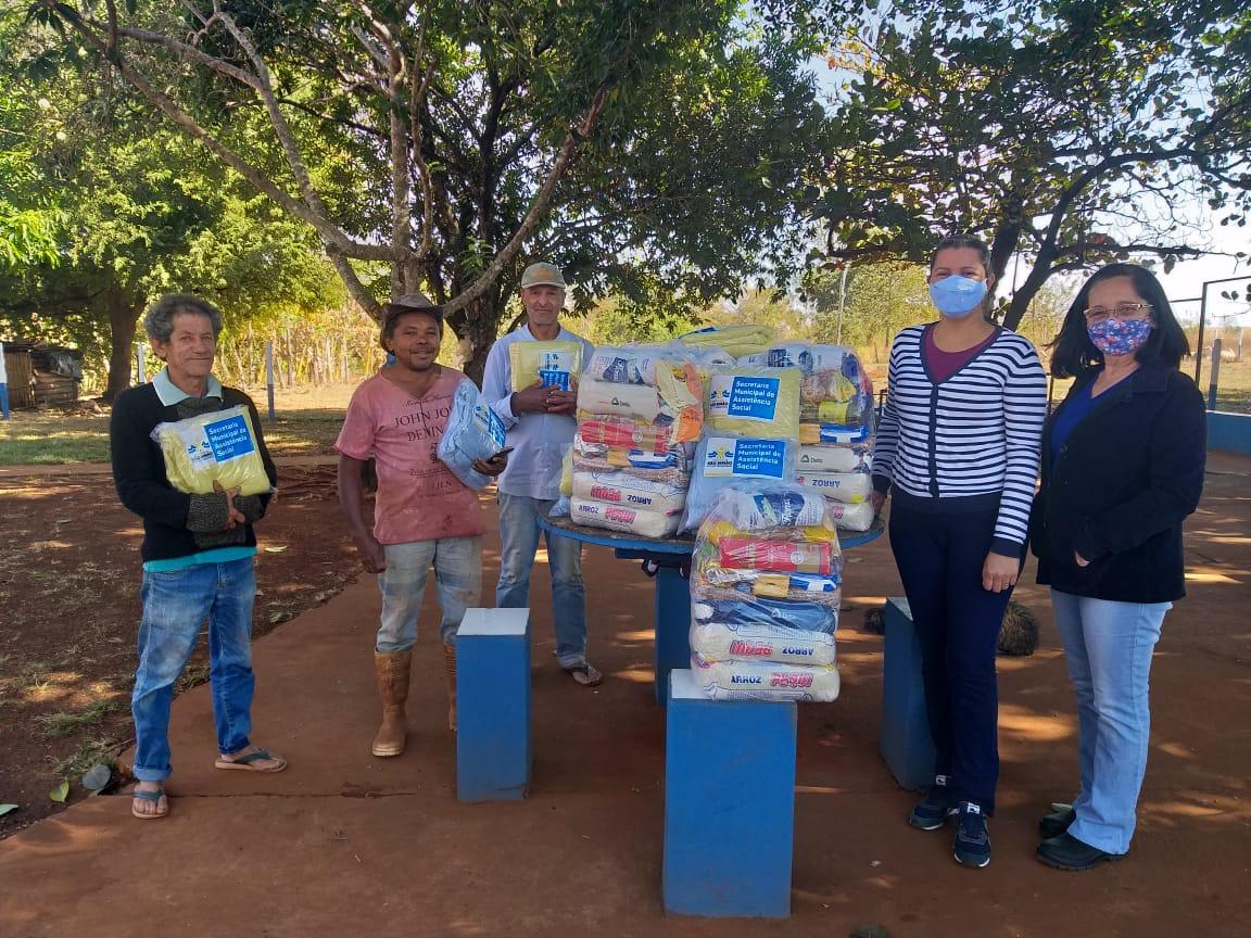 Social e entidades entregaram cestas e cobertores